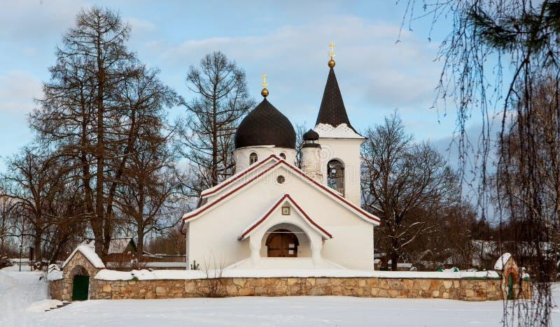 En gammal rysk ortodox kyrka royaltyfria bilder