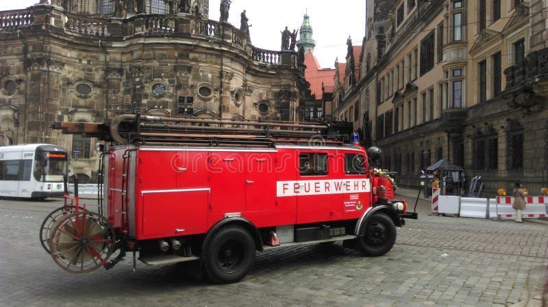 En gammal tysk firetruck royaltyfria bilder