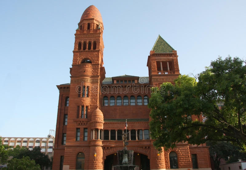 En gammal unik domstolsbyggnad royaltyfri fotografi