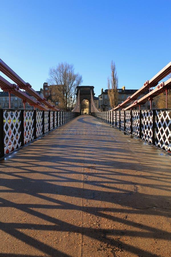 En gammal victorian fotbro över floden Clyde royaltyfria bilder