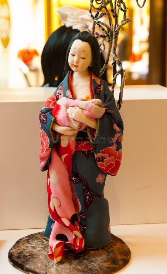 En geishamamma san och a behandla som ett barn royaltyfria foton