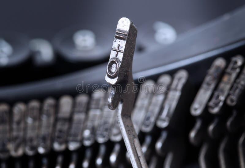 0 en gelijke hamer - oude handschrijfmachine - koude blauwe filter royalty-vrije stock fotografie