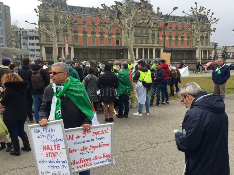 En Ginebra, protesta contra la candidatura de Bouteflika para la elección en Argelia, delante del alto comisario para los derecho imágenes de archivo libres de regalías