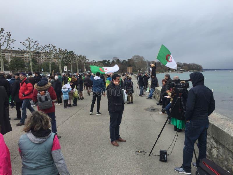 En Ginebra, protesta contra la candidatura de Bouteflika para la elección en Argelia, delante del alto comisario para los derecho imagen de archivo libre de regalías