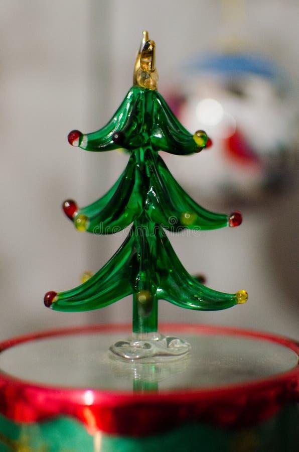 En Glass julgrangarnering royaltyfri bild