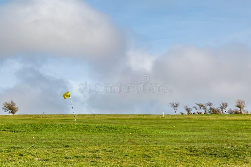En golfbana royaltyfria bilder