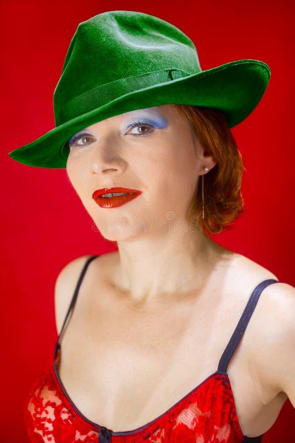 En grön hatt royaltyfria bilder