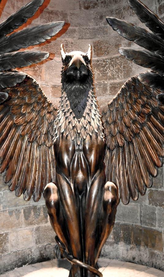 En gripstaty i den Harry Potter utställningen i London UK royaltyfri fotografi