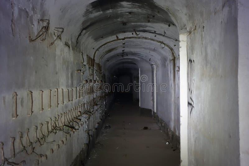 En grotta i en underjordisk stad royaltyfria bilder