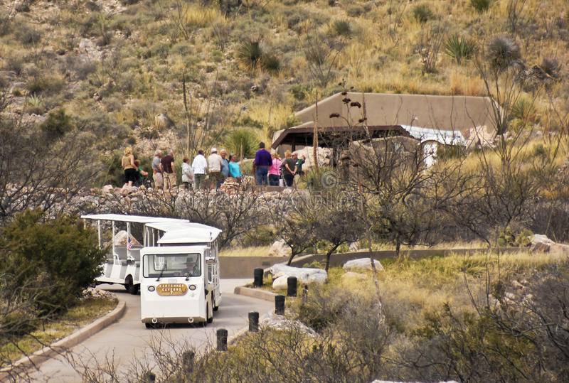 En grottaingång, Kartchner grottor, Benson, Arizona royaltyfri fotografi