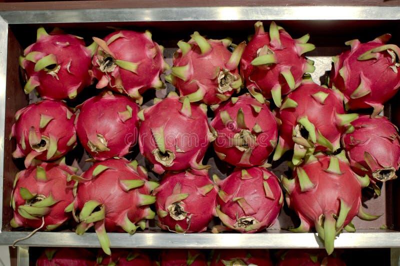 Download En grupp av drakefrukt arkivfoto. Bild av rött, naturligt - 106828168