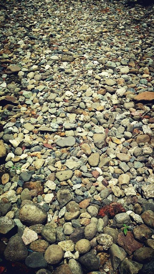 En grupp av naturliga stenar arkivbild
