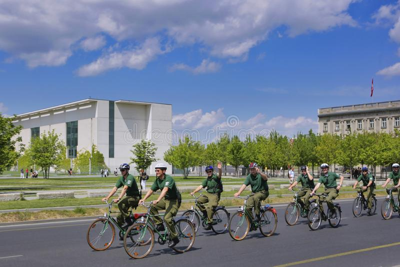 En grupp av poliser med cyklar, Berlin, Tyskland royaltyfri bild