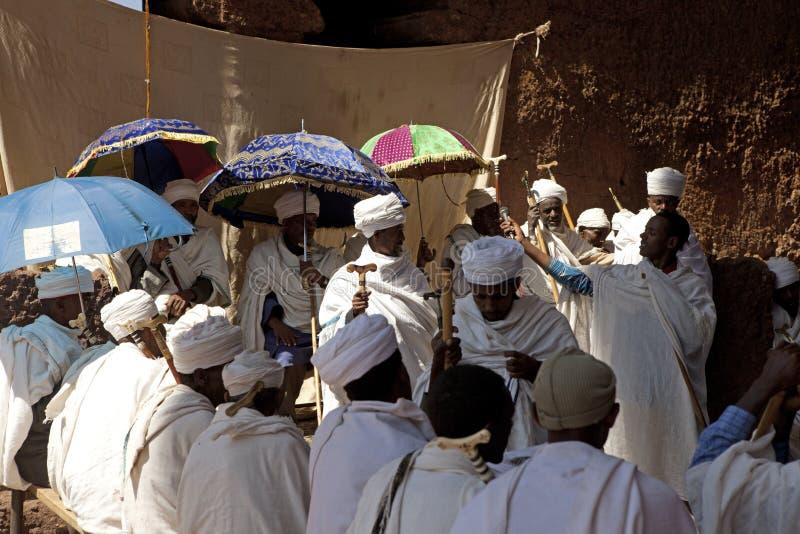 En grupp av präster, Lalibela royaltyfri bild