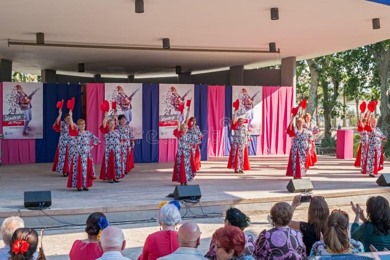 En grupp av spanska flamencodansare royaltyfri fotografi
