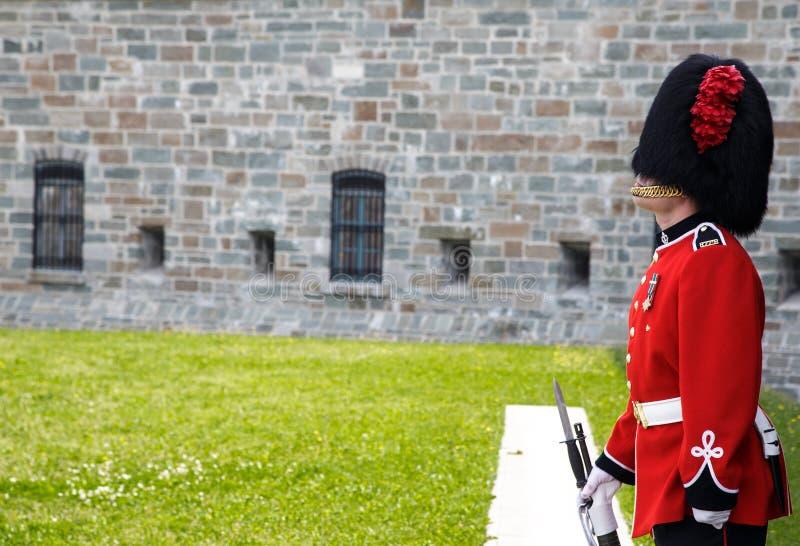 En guardia en el Citadelle la ciudad de Quebec fotografía de archivo