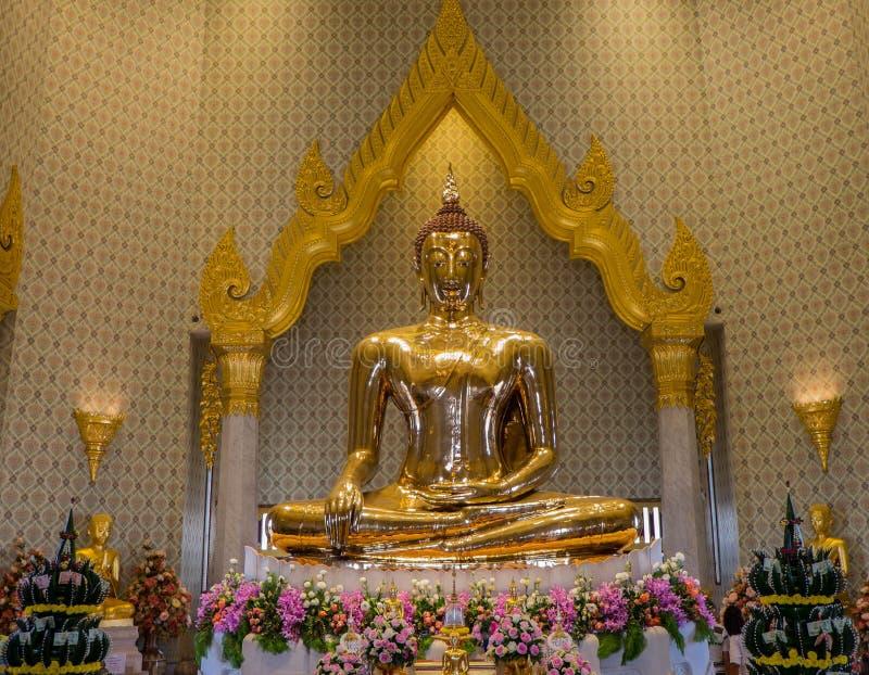 En guld- Buddhastaty, Bangkok, Thailand royaltyfri fotografi