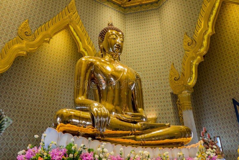 En guld- Buddhastaty, Bangkok, Thailand arkivfoton