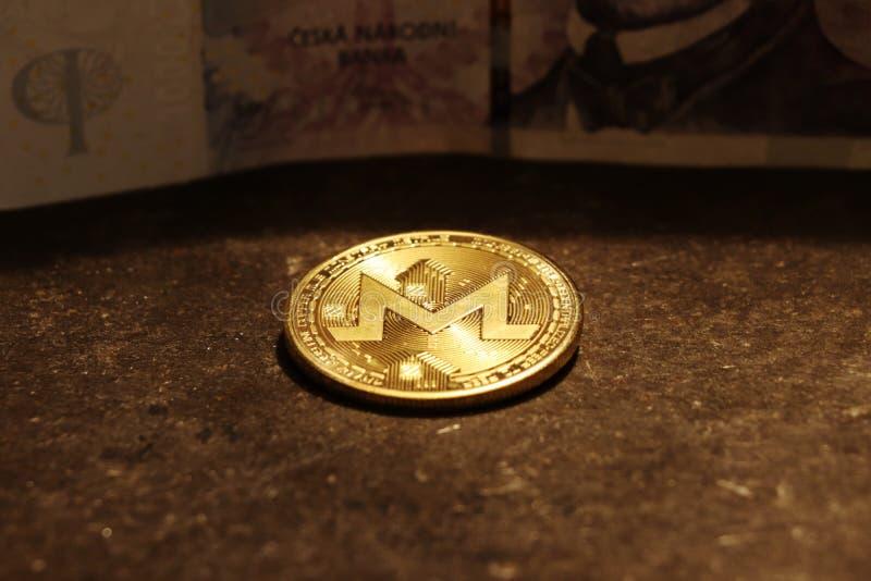 En guld- monero, typ av cryptocurrencyen royaltyfri fotografi