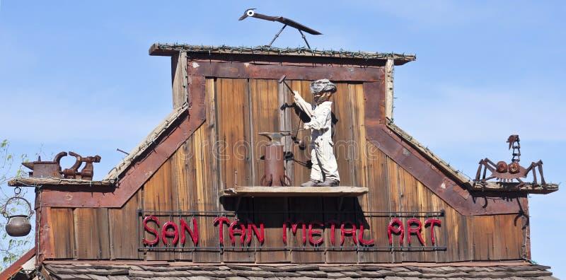 En guldfältspökstad San Tan Metal Art Sign royaltyfria bilder