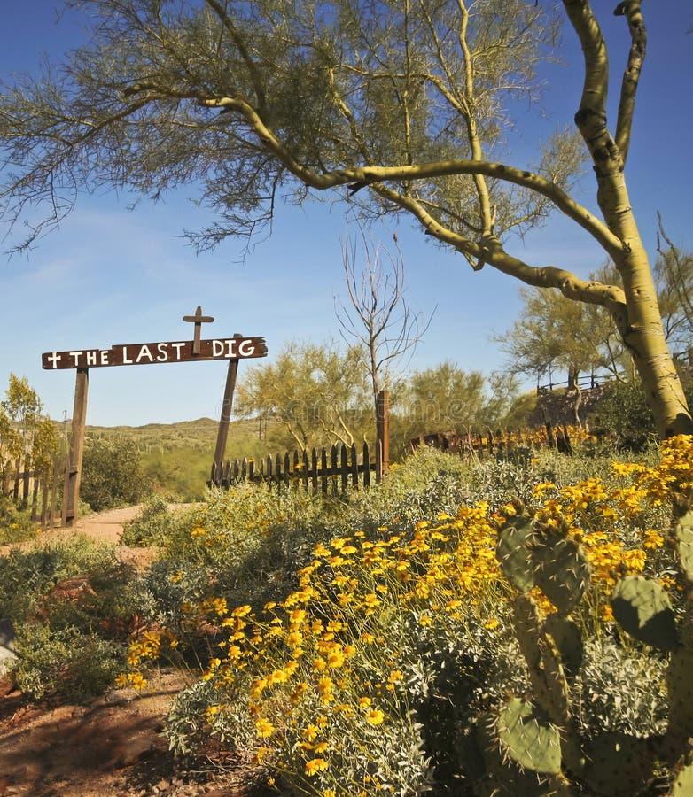 En guldfältspökstadsist Dig Cemetery, Arizona arkivfoton
