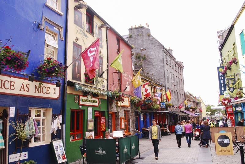 En gullig gata i Galway royaltyfria bilder