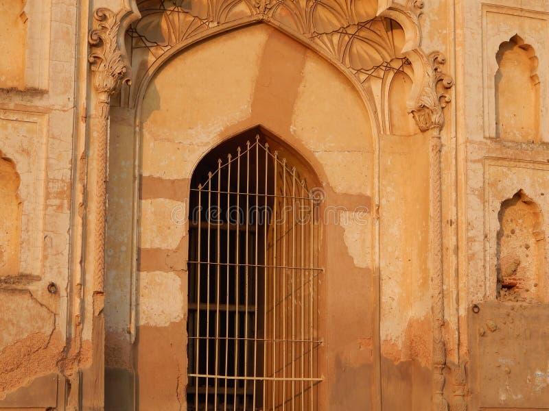 En h?rlig bakgrundsport Imambara i Indien royaltyfria bilder