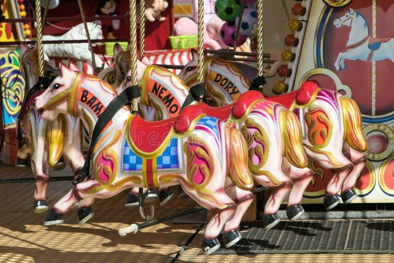 En härlig färgglad karusell på den Dorset ångamässan arkivbild