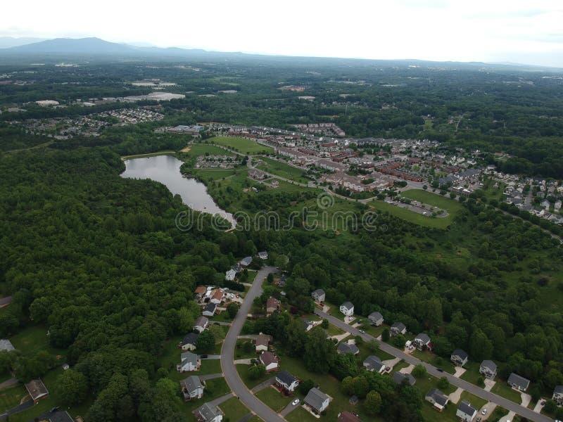 En h?rlig flygbild av en grannskap arkivfoto