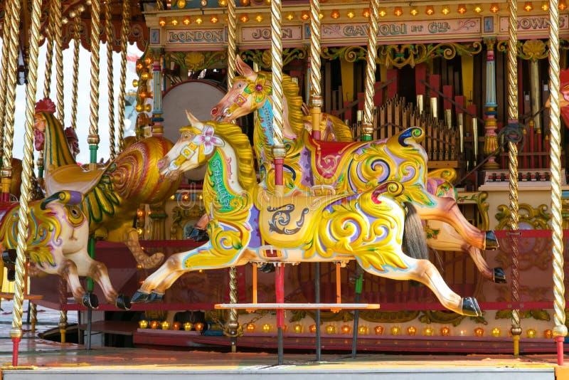 En härlig guld- karusell på den Dorset ångamässan royaltyfri bild