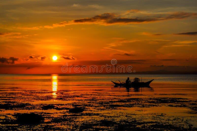 En härlig morgon med underbar soluppgång arkivbild