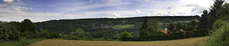 En härlig panorama- bild av jordbruksmark i Frankrike arkivfoton