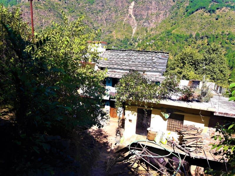En härlig sikt av indiska byhus royaltyfria foton