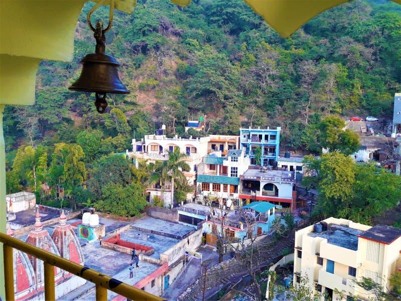 En härlig sikt av templet & några hus i dalen royaltyfri fotografi