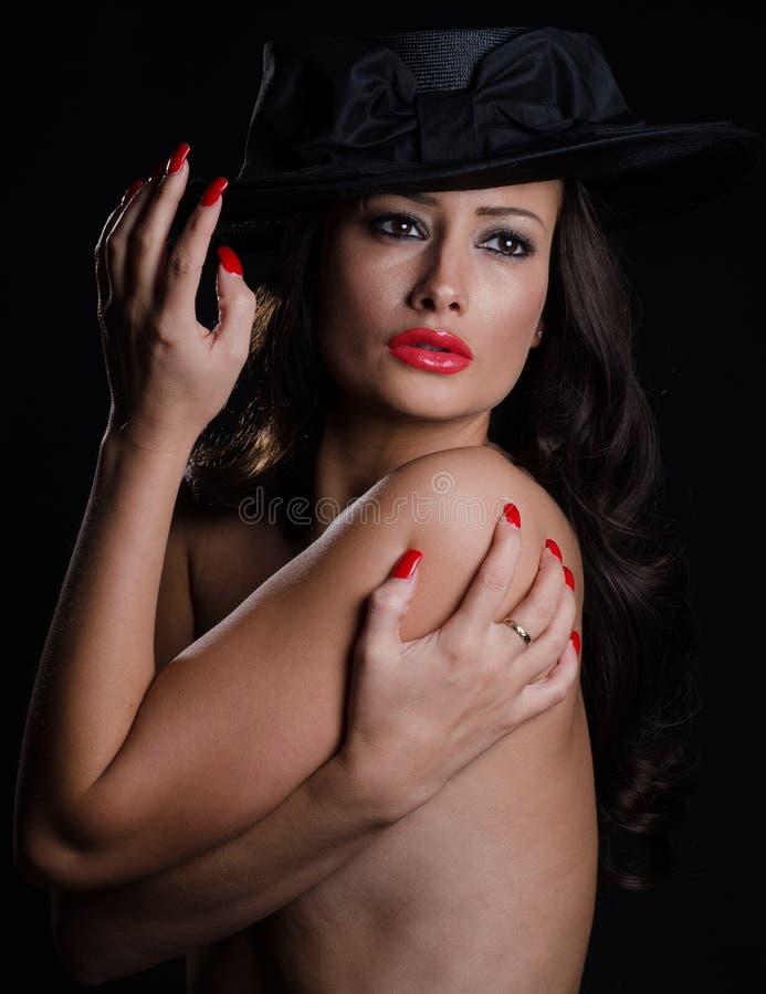 Härlig stilfull kvinna fotografering för bildbyråer