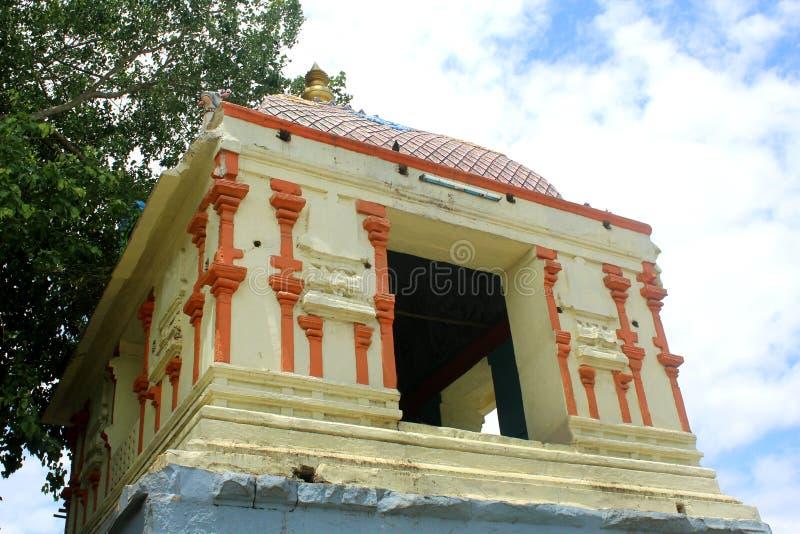 En härlig tempelkorridor i thiruvarur royaltyfri bild