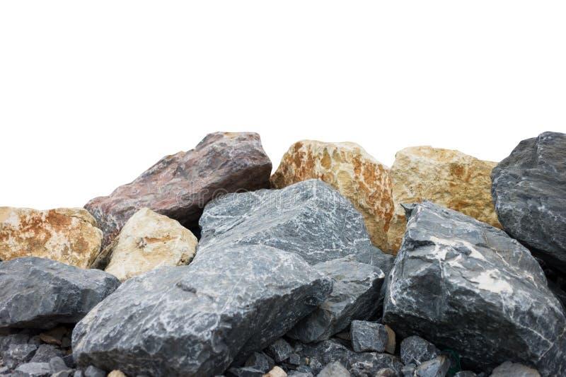 En hög av stora naturliga granitstenar som isoleras på en vit bakgrund royaltyfri bild