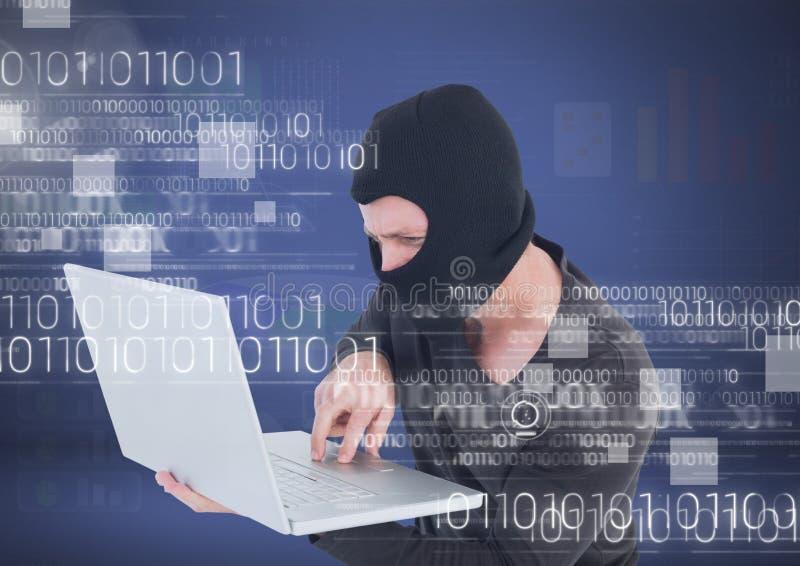 En hacker med huven genom att använda en bärbar dator framme av blå bakgrund vektor illustrationer