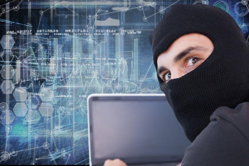 En hacker som använder hans dator med räkningsframsidan royaltyfri illustrationer