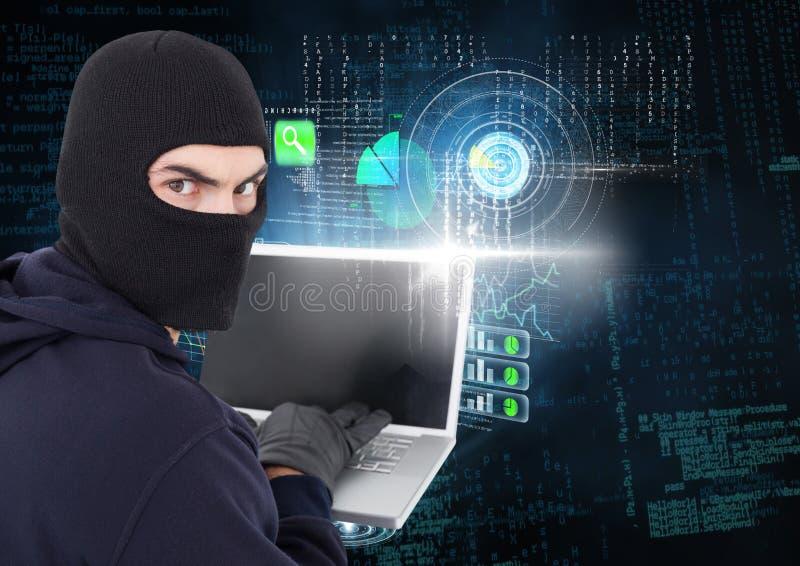 En hacker som ser linsen och framme använder en bärbar dator av digital bakgrund royaltyfri bild
