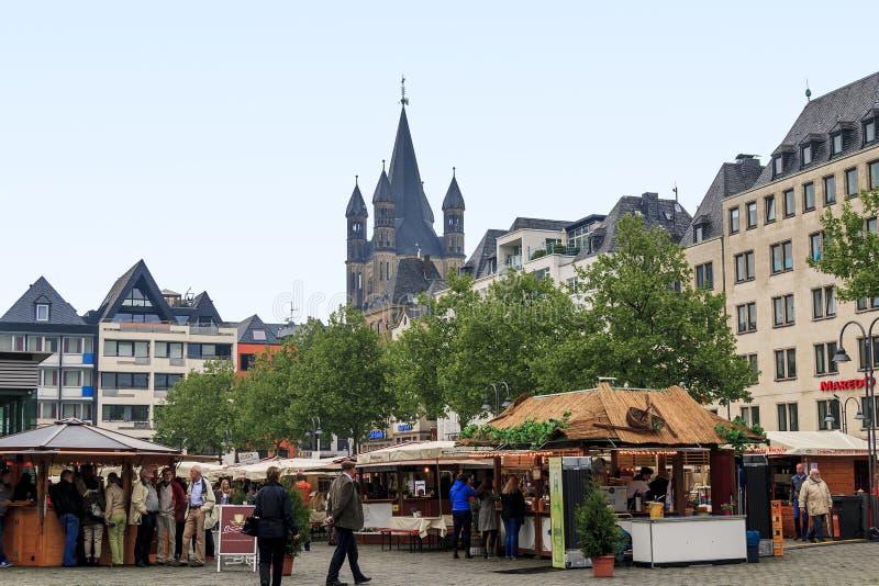 En handelmässa i den Neumarkt fyrkanten arkivbilder