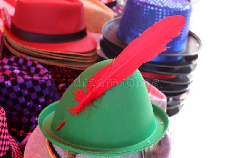 En hatt ?r en hatt med en svans och vanligt med ett br?tte royaltyfri fotografi