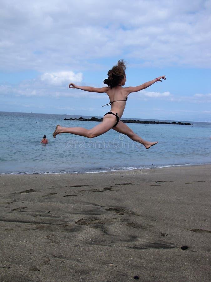 En hauteur sur la plage d'océan photos stock