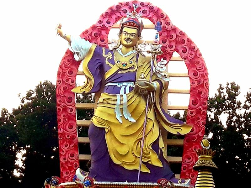 En historisk och forntida staty på den buddistiska kloster royaltyfri foto