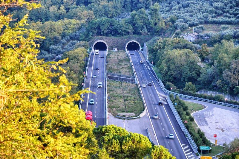 En huvudväg som ses från över fotografering för bildbyråer