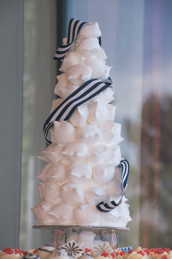 En i lager kaka för vit tryffel royaltyfri fotografi