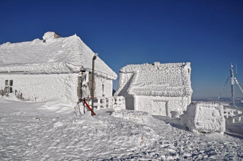 En ice-covered meteorological station royaltyfria foton