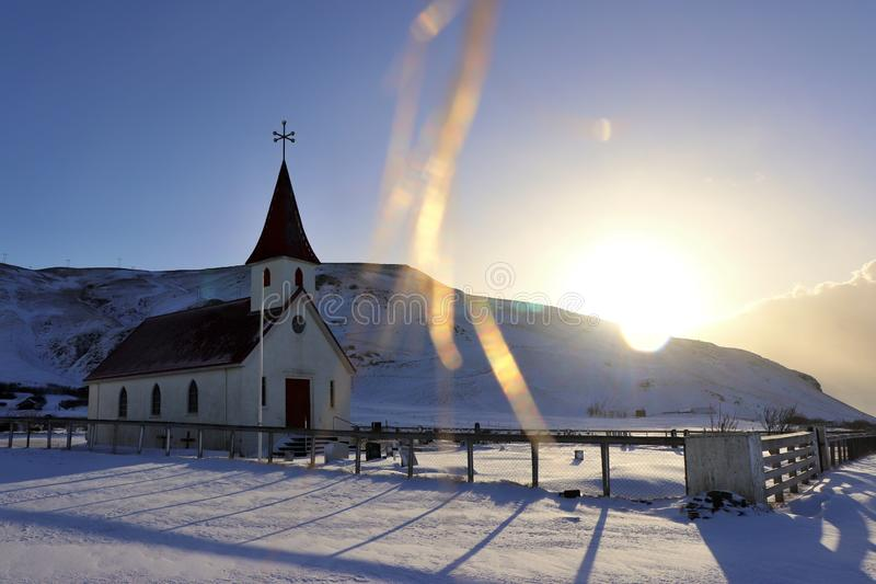 En icelandic kyrka fotografering för bildbyråer