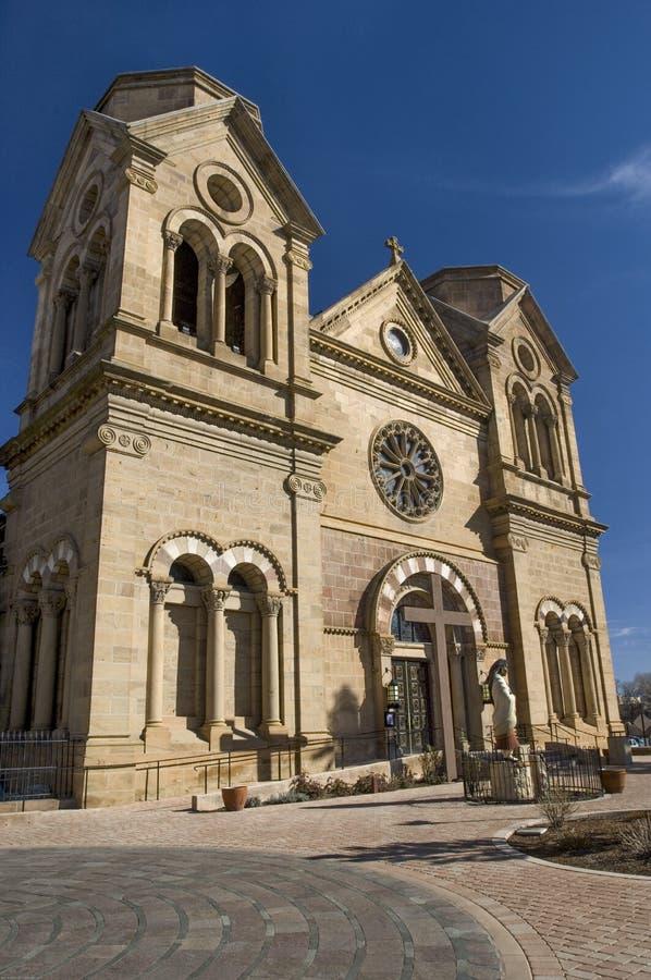 En imponerande sikt av domkyrkakyrkan av San Francis av Assisi i Santa Fe arkivbilder
