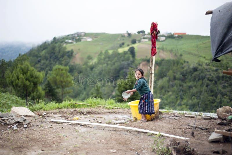 En infödd flicka för maya i Guatemala royaltyfria bilder